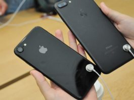 2017 iPhone 7s Plus with vertically aligned iSight Duo Camera
