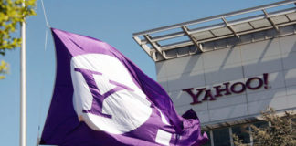 Yahoo acquisition price reduced by 350 million dollars